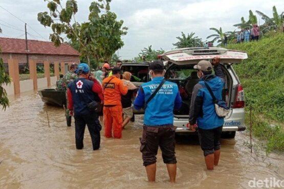 Lokasi kejadian tanggul Sungai Gelis jebol di Desa Pasuruan Lor, Kecamatan Jati, Kudus, Sabtu (2/1/2021). (Detik.com)