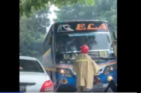 Bukan Cuma di Sragen, Ini Aksi Warga Hentikan Bus Ngeblong Ugal-Ugalan