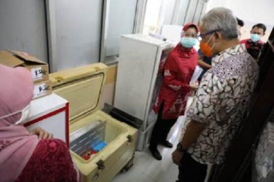 Gubernur Jateng, Ganjar Pranowo, meninjau kesiapan vaksinasi di RSUD Ungaran, Kabupaten Semarang, Rabu (13/1/2021). (Semarangpos.com-Humas Pemprov Jateng)