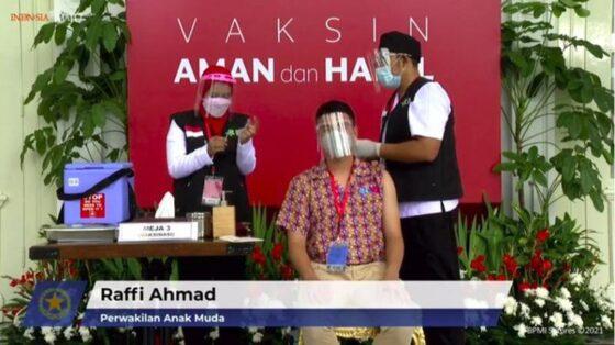 Raffi Ahmad mengikuti vaksinasi Covid-10 di Istana Kepresidenan, Rabu (13/1/2021). (istimewa/detik.com)