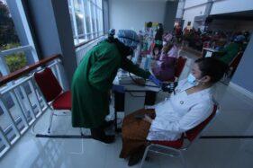 Mantap! Lebih dari 130.000 Nakes Indonesia Sudah Vaksinasi Covid-19