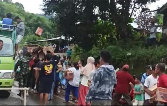 Foto tangkapan layar dari video penjarahan yang viral. (liputan6.com)