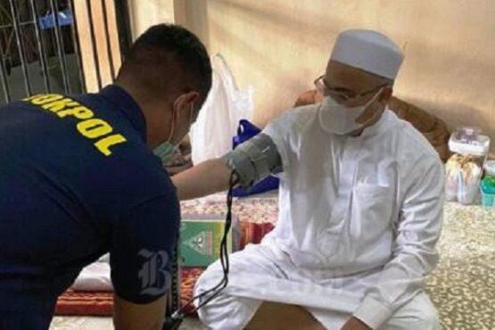 Habib Rizieq Syihab menjalani pemeriksaan kesehatan di dalam ruang tahanan. (Bisnis-Istimewa)