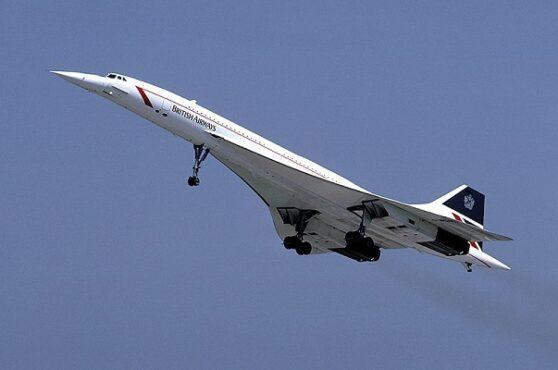 Pesawat Concorde melakukan penerbangan komersial pertama dengan rute London-Bahrain dan Paris-Rio de Janeiro pada 21 Januari 1976. (Wikimedia.org)