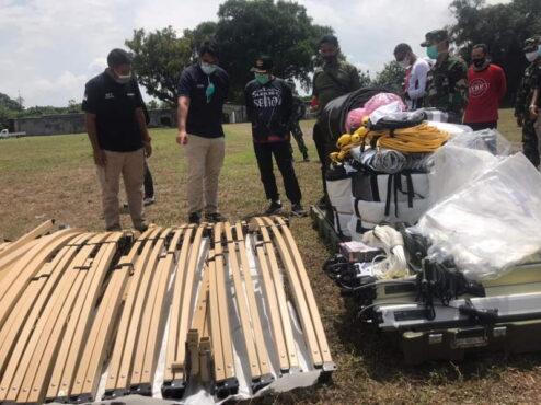 Wali Kota Solo F.X. Hadi Rudyatmo meninjau peralatan rumkitlap yang tiba di Benteng Vastenburg pada Jumat (22/1/2021) siang. (Solopos.com/Ichsan Kholif Rahman)