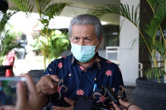 Ketua PMI Jateng, Imam Triyanto, saat dijumpai wartawan di halaman depan Kantor Gubernur Jateng, Rabu (20/1/2021). (Semarangpos.com-Humas Pemprov Jateng)