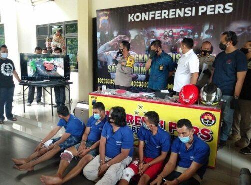 Lima tersangka perampokan distributor elpiji di Semarang saat dihadirkan dalam gelar perkara di Mapolrestabes Semarang, Kamis (22/1/2021). (Semarangpos.com-Bidhumas Polda Jateng)