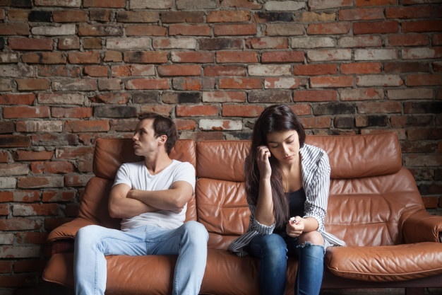 Tanda Pasangan Sudah Mulai Tidak Tertarik Dengan Anda, Salah Satunya Slow Response