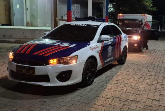 Mobil Voorijder Polres Sragen mengawal mobil pembawa vaksin dari Semarang menuju ke Sragen, Sabtu (23/1/2021). (Istimewa/Dinkes Sragen)