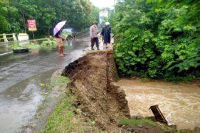 Talut Jembatan di Jalan Lintas Kabupaten di Sragen Ambrol 7 Meter
