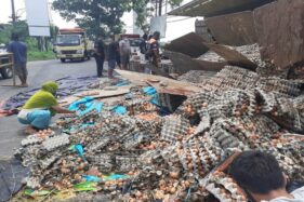 Sama-Sama Terguling, 2 Truk Kecelakaan di Karanganyar & Sukoharjo Beda Nasib