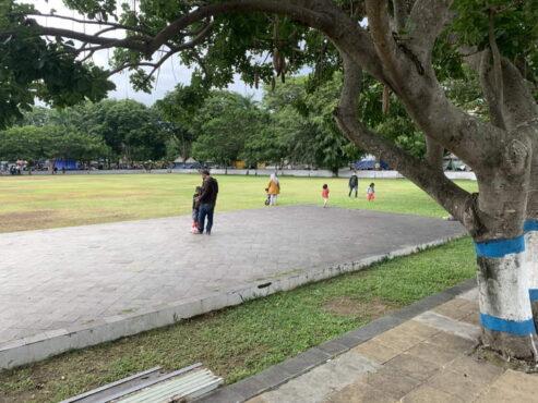 Suasana Alun-alun Karanganyar yang sepi dari PKL selaman PPKM. (Solopos.com/Candra Mantovani)
