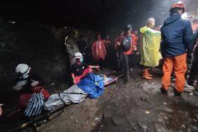 13 Jam Berjuang, Sukarelawan Berhasil Evakuasi Pedagang Sakit di Gunung Lawu