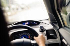 Mengulik Cara Kerja Alat Pemandu Jarak Aman Pencegah Kecelakaan Beruntun