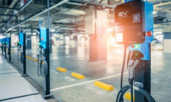 Ilustrasi tempat pengisian baterai kendaraan listrik (Freeoik)