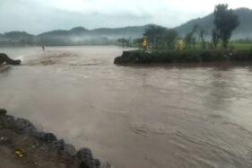Hujan Deras 3 Jam, Tanggul Sungai Gamping Burikan Klaten Jebol di 2 Tempat