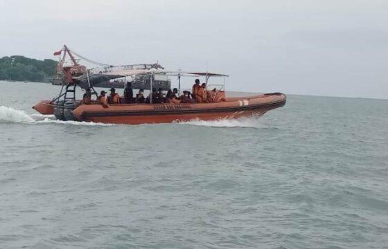 Tim Basarnas Pos SAR Jepara melakukan pencarian 12 ABK di perairan Jepara, Sabtu (16/1/2021). (Istimewa-Basarnas Kantor SAR Semarang)