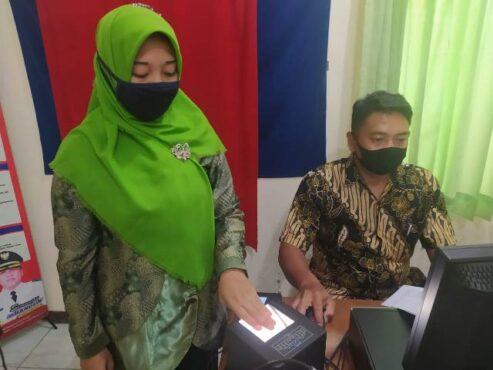 Perekaman KTP Elektronik di Kantor Kecamatan Wonogiri, Wonogiri, beberapa waktu lalu. (Solopos-M. Aris Munandar)