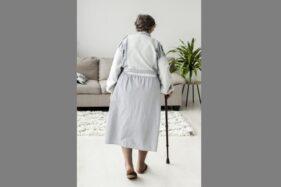 Dinyatakan Meninggal Setelah Covid-19, Nenek Ini Tiba-Tiba Pulang ke Rumah