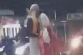 Viral Video Pasangan Gancet di Jalanan, Polisi Turun Tangan
