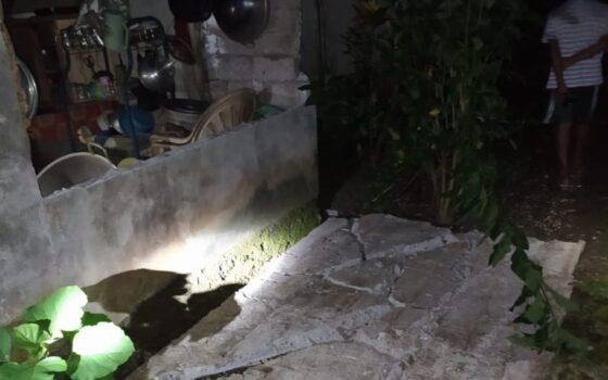 Tembok belakang rumah warga yang roboh akibat gempa M 7.0, Kamis (21/1/2021) pukul 19.23. (Bisniscom-Dok. BPBD Kabupaten Kepulauan Talaud