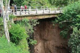 Hati-Hati! Jembatan Penghubung Desa Sumur & Lanjaran di Tamansari Boyolali Longsor