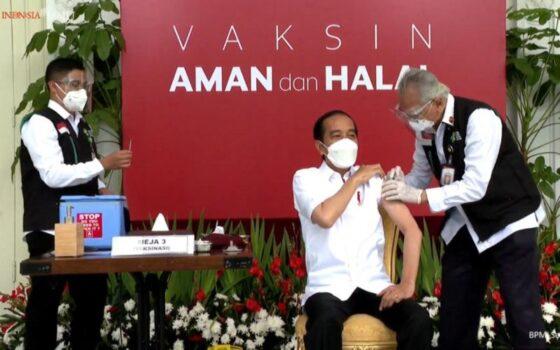 Presiden Joko Widodo (Jokowi) menerima vaksin Covid-19 di Istana Merdeka, Jakarta, Rabu (13/1/2021). (Bisnis.com-Youtube Sekretariat Presiden)