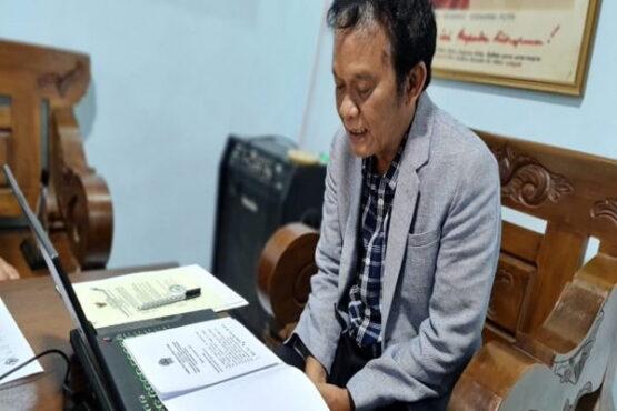 Ketua DPRD Jateng, Bambang Kusriyanto saat mengikuti acara Penyerahan LHP atas Pemeriksaan Kepatuhan Pemprov Jateng dan instansi terkait lainnya secara daring, di Posko Rumah Aspirasi, Ungaran Kabupaten Semarang, Kamis (14/1/2021). (Istimewa/ Humas DPRD Jateng)
