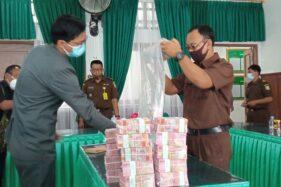 Dari Alun-Alun Sampai Mungkung, Segini Panjang Uang Rp2,01 Miliar Hasil Korupsi RSUD Sragen Bila Dijajar