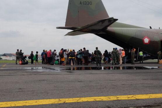 Korban gempa Sulawesi Selatan tiba di Lanud Adi Soemarmo, Boyolali, Kamis (21/1/2021) pukul 10.30 WIB. (Solopos/Wahyu Prakoso)
