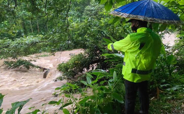 Berteduh di Bawah Jembatan, 2 Pemancing Hanyut di Sungai Ngawi