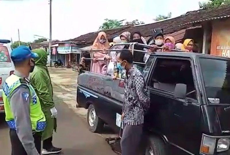 Viral Rombongan Ibu-ibu Naik Pikap Diberhentikan Satgas Covid-19 Jatisrono Wonogiri