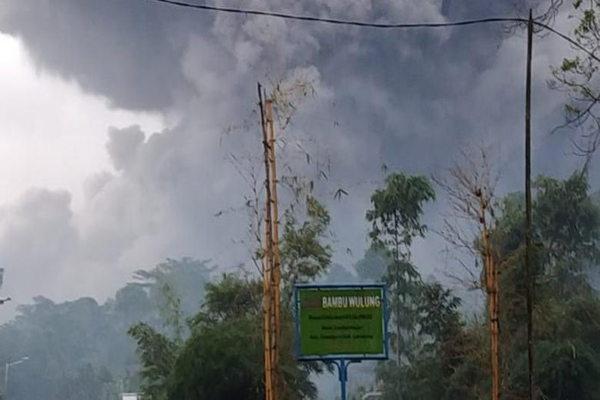 Semeru Sempat Semburkan Awan Panas, PVMBG Imbau Masyarakat Waspada