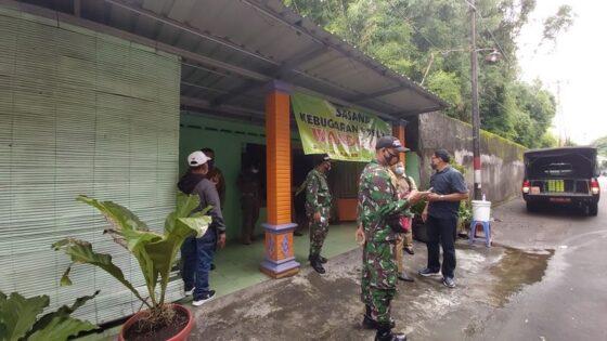 Tim gabungan Satpol PP Sukoharjo mendatangi panti pijat Sasana Kebugaran Wanda Jaya Solo Baru, Grogol, yang buka pada Senin (18/1/2021). (Solopos/Indah Septiyaning Wardani)