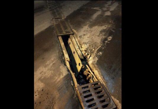 Penutup saluran underpass Makamhaji, Kartasura, Sukoharjo rusak sehingga membuat lubang dan rawan lakalantas. (Instagram @energisolo)