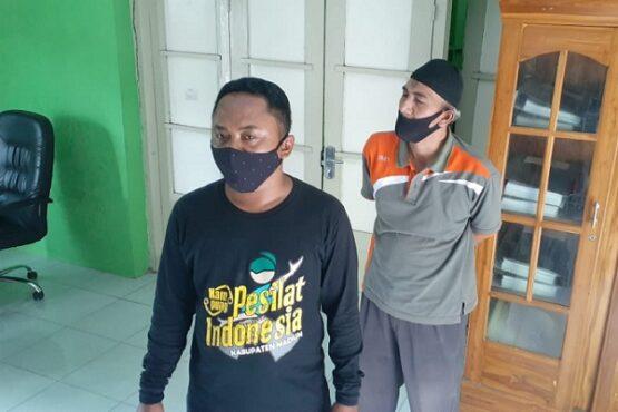 Perangkat Desa Teguhan, Almaun, saat memberikan keterangan terkait pendirian pasar muamalah kepada wartawan di balai desa setempat, Jumat (5/2/2021). (Abdul Jalil/Madiunpos.com)