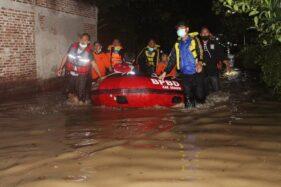 Kisah Sukarelawan SAR Sragen Menerjang Air Banjir Kedalaman 1,2 Meter Saat Evakuasi Ibu Hamil