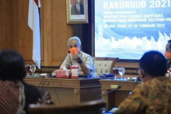 Gubernur Jateng Ganjar Pranowo mengikuti rapat koordinasi Gubernur se-Indonesia di kantornya, Rabu (23/2/2021). (Semarangpos.com-Humas Pemprov Jateng)