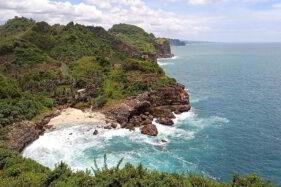 Cerita Warga Paranggupito Wonogiri Bikin Garam dari Air Laut Selatan di Masa Lalu