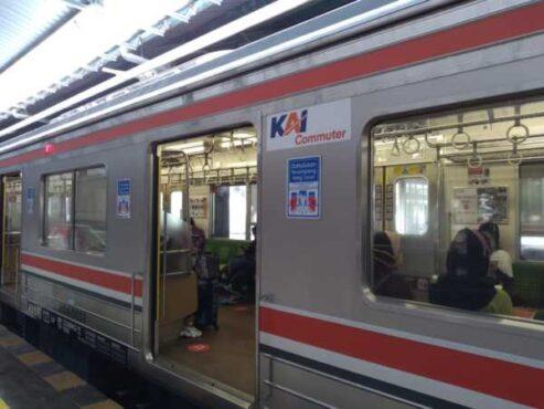 KRL Jogja-Solo berhenti di Stasiun Solo Balapan pada hari pertama pengoperasian, Rabu (10/2/2021). (Solopos/Farida Tristaningtyas)