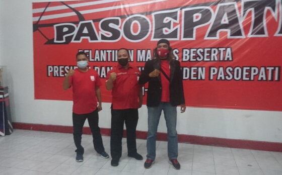 Presiden-Wapres Pasoepati periode 2021-2024, Maryadi Gondrong (kanan) dan Agus Ismiyadi (kiri) bersama Ketua Majelis Paoepati, Ekya Sih Hananto, di Balai Persis Solo, akhir pekan lalu.