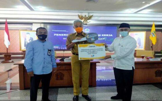 Badan Pengelolaan Keuangan Haji (BPKH) memberikan ambulans APV model GL kepada Lembaga Amil Zakat Yayasan Solopeduli Umat atau dikenal dengan Solopeduli. (Istimewa)