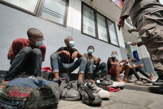 Sejumlah anak punk diamankan Satpol PP dan Damkar Kota Madiun, Selasa (9/2/2021). (Istimewa/Pemkot Madiun)