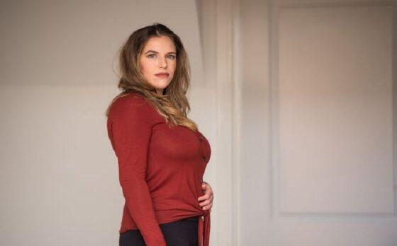 Kelly Michaud, wanita dengan payudara jumbo yang ingin melakukan operasi pengecilan payudara. (Examinerlive.co.uk)
