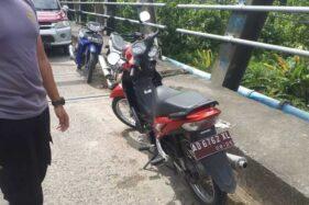Motor Sekdes Serenan Klaten Ditemukan Di Jembatan Sungai Grogol Sukoharjo, Pengendaranya Menghilang