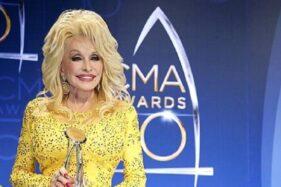 Demokrat Pengin Dirikan Patungnya, Dolly Parton Menolak