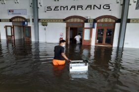 Stasiun Tawang Semarang Kebanjiran, Perjalanan KA Dialiahkan