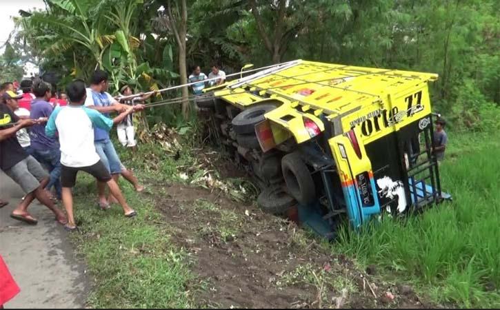 Truk Nyungsep ke Sawah di Trucuk Klaten, Sopir Ngaku Lihat Bayangan Sak Klebatan