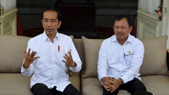 Presiden Jokowi didampingi Menkes Terawan mengumumkan kasus pertama Covid-19 di Indonesia, pada 2 Maret 2020 (Antara)