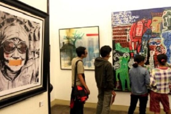 Puluhan karya ilustrasi cerita pendek yang menghiasi Harian Kompas 2011 dipamerkan di Balai Soejadmoko, Rabu (21/9/2011). (Solopos.com- Sunaryo Haryo Bayu)